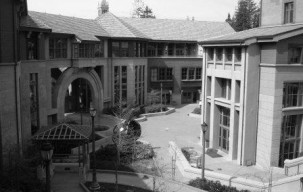 Haas_School_of_Business_central_courtyard